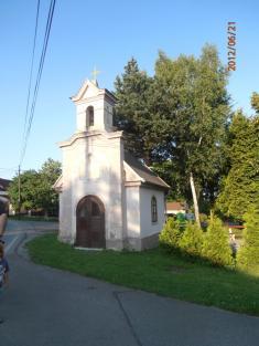 Kaple ve Svinné před opravou a po opravě